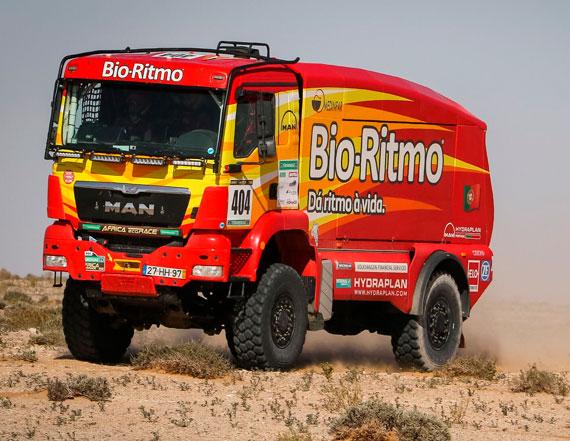 Elisabete Jacinto lidera os camiões à entrada na Mauritânia
